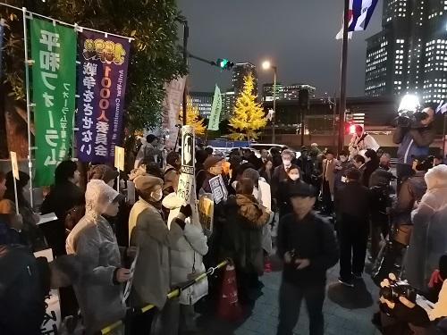 191128 桜を見る会首相官邸前.jpg