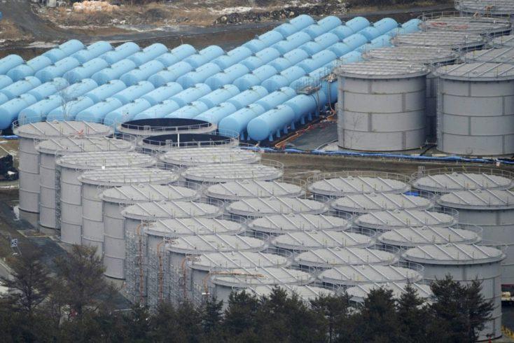 東電福島第一原発の汚染水タンク群